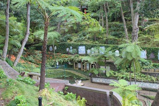 Monte Palace Tropical Garden : Tile path...