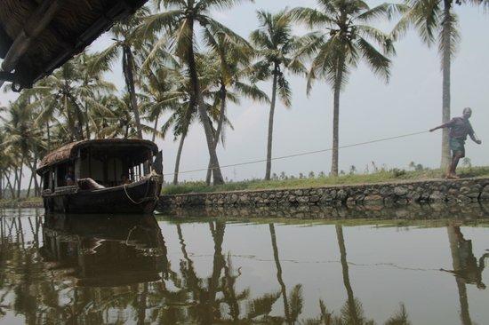 Back Water Farm House: houseboat