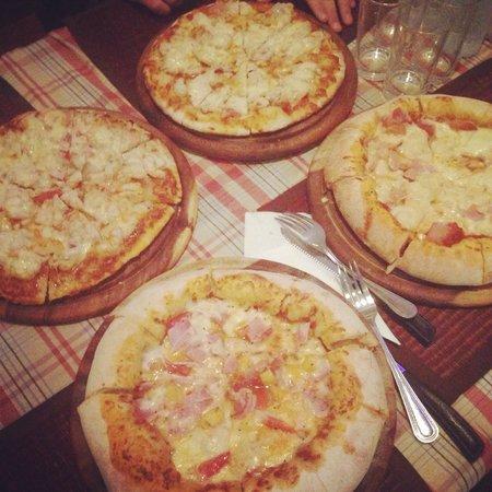 Pizzeria Hut 1 : Yummy yummy pizza!!! ��