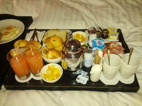 Ghent Marriott Hotel: Petit dej en chambre.