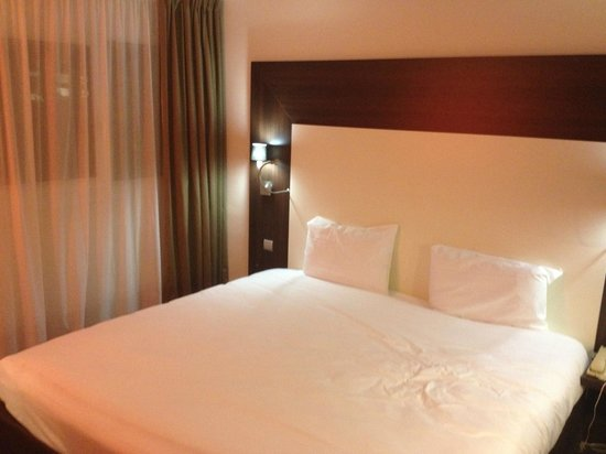 Mercure Paris Porte d'Orleans : Bed