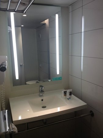Mercure Paris Porte d'Orleans : Bathroom