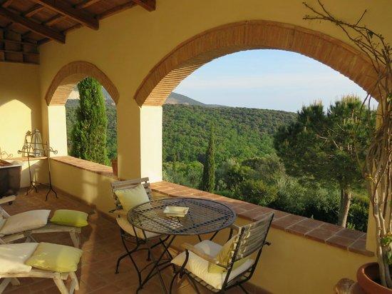 Relais Poggio Ai Santi: Terrasse mit Aussicht