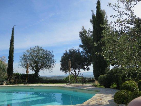 Relais Poggio Ai Santi: Poolbereich