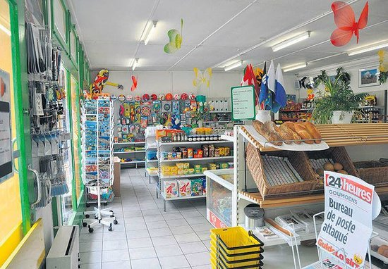 TCS Camping Le Petit Bois: Magasin