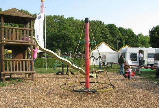 Campsite TCS Le Petit Bois: places de jeux