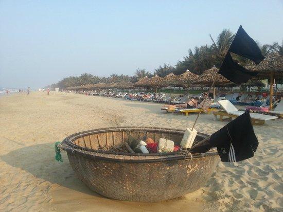 Round fishing boat on Cua Dai Beach