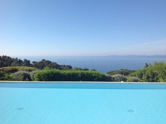 Les 3 Iles: La piscina