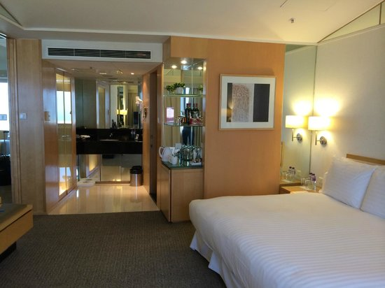 Lovely renovated suite at the Regal Airport Hotel - comfortable & whisper quiet!