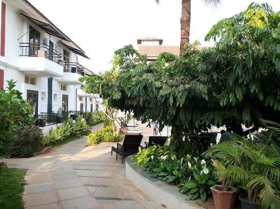 Keys Ronil Resort: Walkway to room