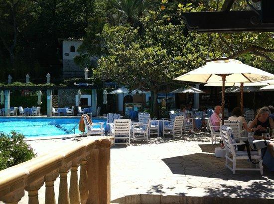 Es Moli Hotel: Poolbar sehr schön