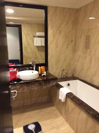Bahi Ajman Palace Hotel: Salle de bain