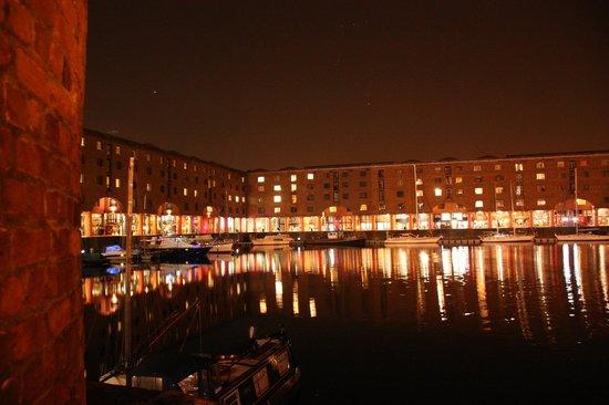 Holiday Inn Express Liverpool-Albert Dock: вид Albert Dock