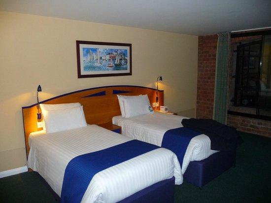 Holiday Inn Express Liverpool-Albert Dock: номер