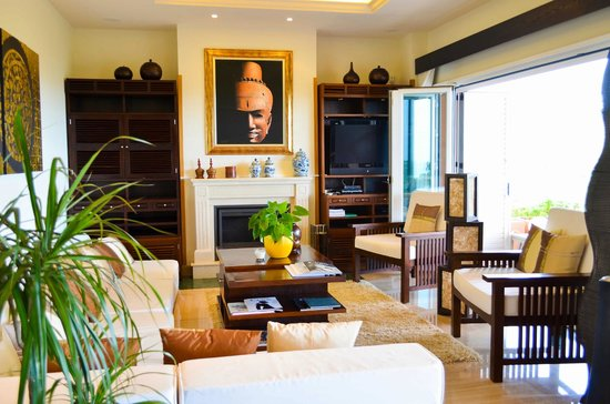 The Marbella Heights Boutique Hotel: open lounge
