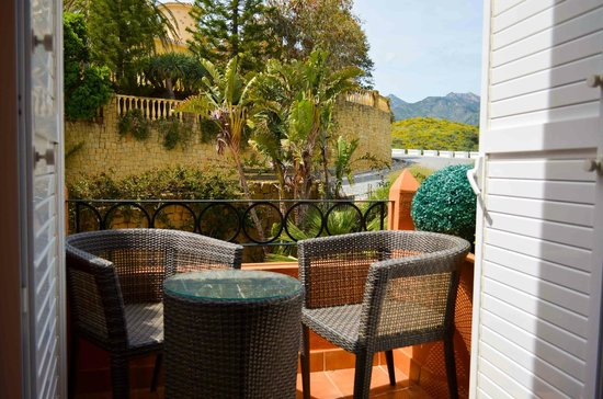 The Marbella Heights Boutique Hotel: Smokers terrace