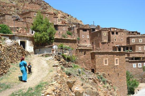 Kasbah Igoudar : Pierres sur pierres berbères vers ANOUGAL