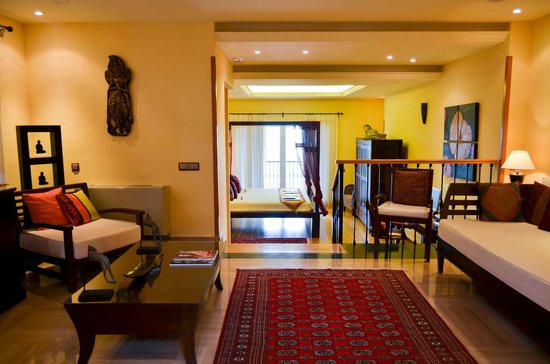 The Marbella Heights Boutique Hotel: Mandara Suite previous lounge