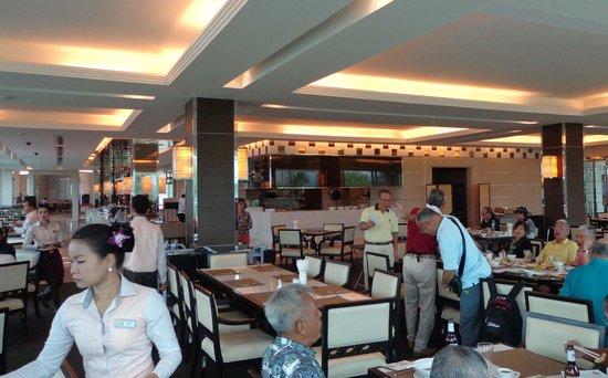 Pattana Golf Course: Excellent service in restaurant