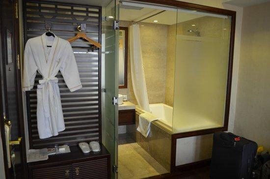 Golden Silk Boutique Hotel: Bathroom