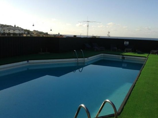 Hotel do Carmo : rooftop pool (taken in the morning before full sun)
