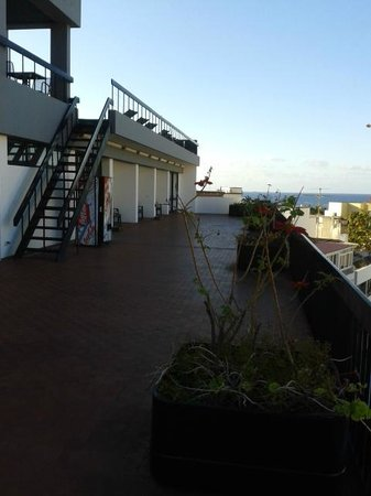 Hotel do Carmo : Roof terrace (in morning before sun comes round)