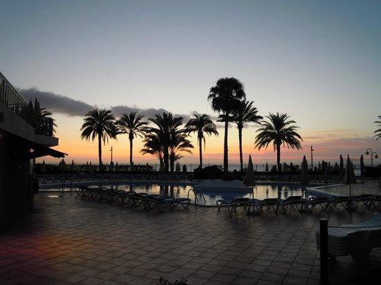Sol Tenerife: Бассейн на закате