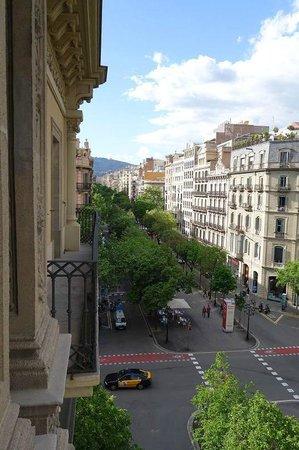 Hotel Praktik Rambla: View down Rambla de Catalunya from room balcony