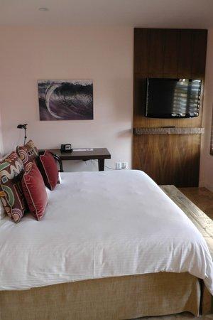 Casa Victoria Orchid: Bett & Schreibtisch