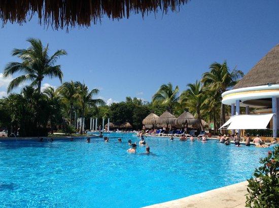 Iberostar Paraiso Beach: Pool Day