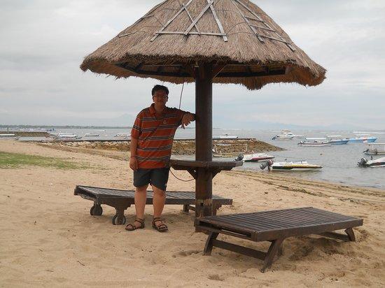 Kind Villa Bintang Resort & Spa: Beach in front of resort