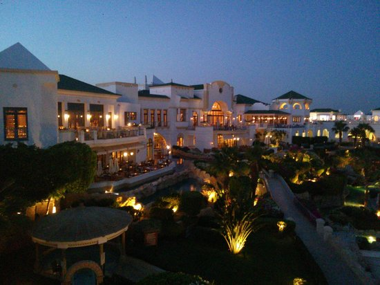 Hyatt Regency Sharm El Sheikh Resort : The hotel and grounds at dusk