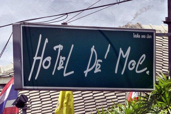 Hotel De Moc sign