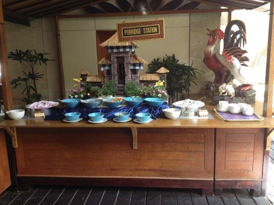 Ramada Bintang Bali Resort: Breakfast porridge station