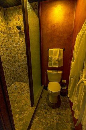 Gage Hotel: Los Portales Room Bathroom
