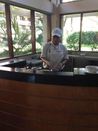 Ramada Bintang Bali Resort: Breakfast Egg station