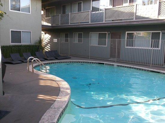 Inn At East Beach: Heated pool
