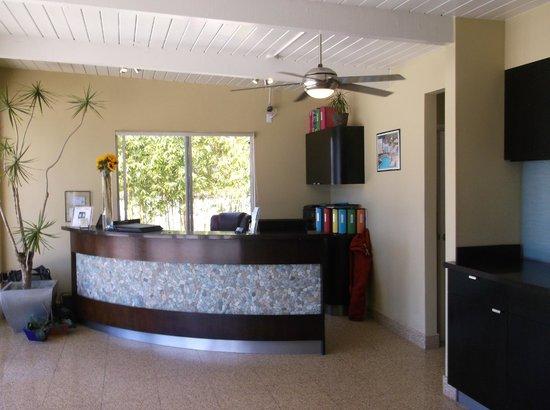 Inn At East Beach: Hotel lobby