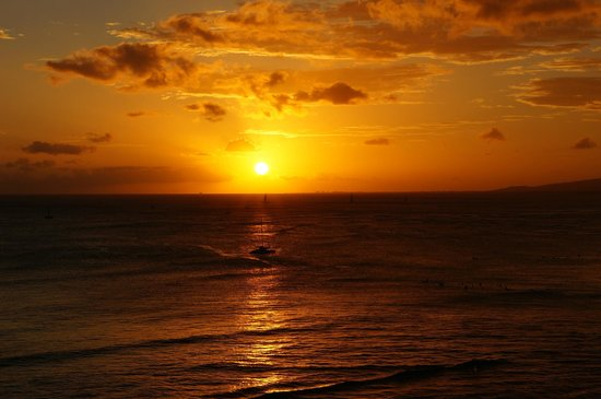 Aston Waikiki Beach Hotel: Stunning sunsets