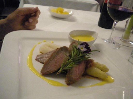 Restaurant Entler: Fettina viennese con asparagi