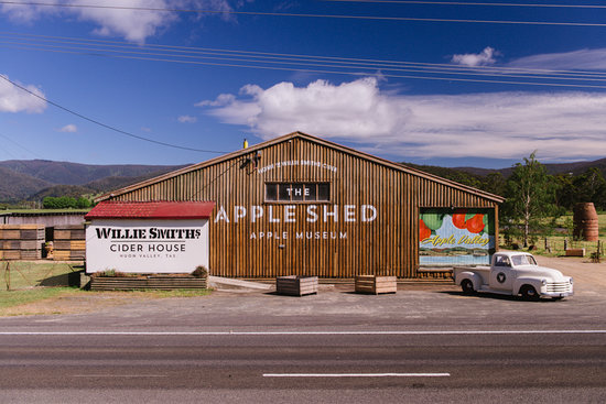 Grove, Australia: The Apple Shed from the main road