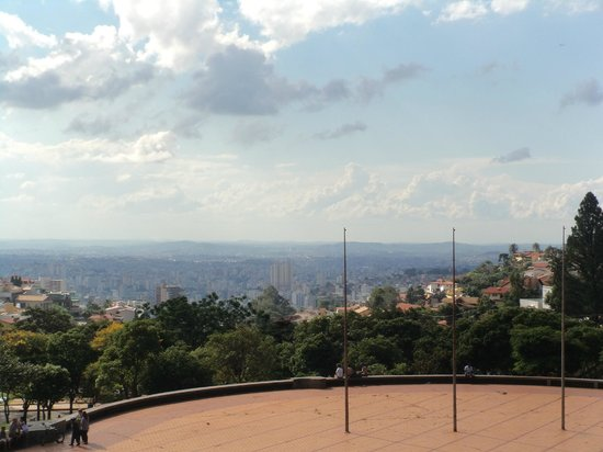 Praca Israel Pinheiro: A vista