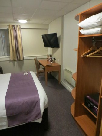 Premier Inn London Euston Hotel : The room