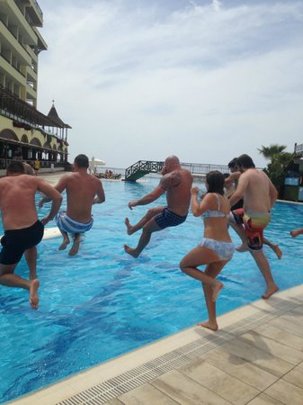 Utopia World Hotel: family games at the main pool