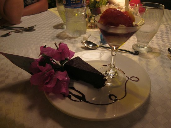 Restaurant Exotica : chocolate cake with passion fruit ice cream
