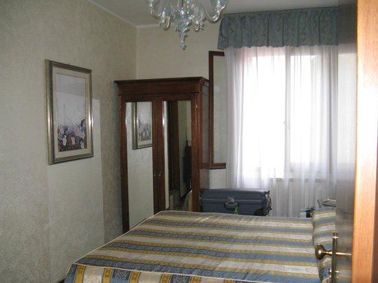 Hotel Hesperia: Zimmer 2.Stock
