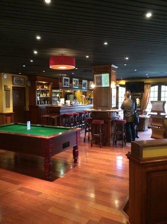 Le Chateau de la Tour : Bar
