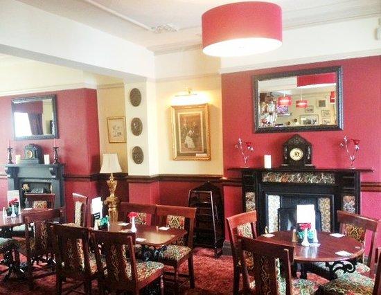 Queen Victoria Pub & Restaurant: The Lounge