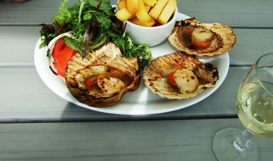 Gee whites: Scallops,chips and salad