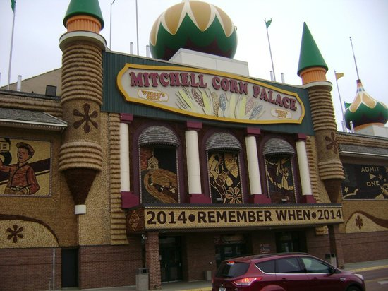Corn Palace: This is the first photo I took at an angle from where I was at